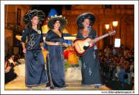 Agira, Agosto 2005. Carnevale Estivo 2005. Gruppi in maschera le messicane  - Agira (3896 clic)