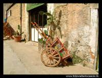 Carretto siciliano posteggiato.  - Palermo (4399 clic)