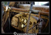 Caltanissetta: Miniera Trabonella. Reportage sulle miniere di zolfo di Caltanissetta. Vecchia ruspa abbandonata, particolare.  - Caltanissetta (4016 clic)