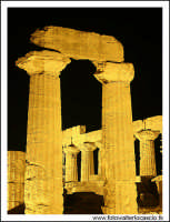 Agrigento Tempio di Giunone: le colonne.  - Agrigento (3155 clic)