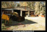 Caltanissetta: Miniera Trabonella. Reportage sulle miniere di zolfo di Caltanissetta. Vecchie ruspe abbandonate.  - Caltanissetta (5947 clic)