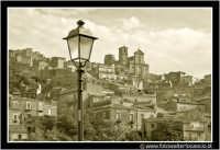 Agira: Il lampione e il paese. #B&W  - Agira (2684 clic)