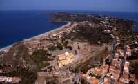 veduta aerea di punta milazzo, con le fortificazioni del castello in primo piano  - Milazzo (10996 clic)