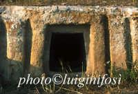 Cava d'Ispica - tomba a finti pilastri  - Ispica (4400 clic)
