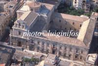 veduta aerea della chiesa di San Benedetto e l'annessa abazia oggi municipio  - Militello in val di catania (4814 clic)