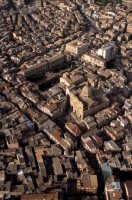 il centro storico con la chiesa madre o sant'antonio in evidenza  - Favara (5579 clic)