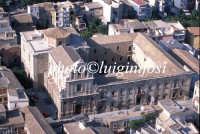 veduta aerea della chiesa di San Benedetto e l'annessa abazia oggi municipio  - Militello in val di catania (4462 clic)