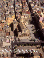 veduta aerea della cattedrale  - Gela (8930 clic)