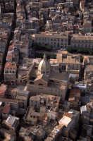 il centro storico con la chiesa madre o sant'antonio in evidenza  - Favara (5620 clic)