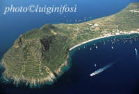 veduta aerea dell'isola, con in primo piano capo milazzese  - Filicudi (11660 clic)