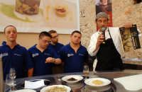 carmelo chiaramonte e i suoi amici presentano il loro libro sul ragusano in occasione di cheeseart 2006  - Ragusa (3029 clic)