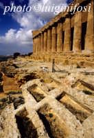tempio della concordia e tombe  - Agrigento (2122 clic)