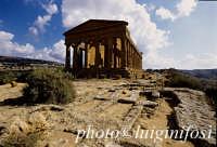 tempio della concordia e tombe  - Agrigento (1921 clic)