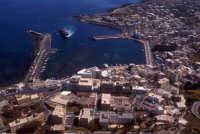 il porto ed il nucleo urbano di pantelleria  - Pantelleria (4546 clic)