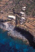 la costa e dammusi nei pressi di punta fram  - Pantelleria (5673 clic)