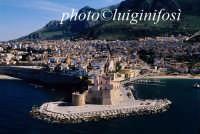castellammare in una veduta aerea  - Castellammare del golfo (3100 clic)
