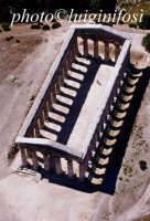 il tempio di segesta visto dall'alto  - Segesta (3168 clic)