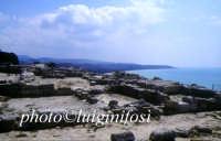 Eraclea Minoa - gli scavi e il golfo  - Cattolica eraclea (5219 clic)