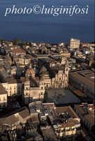 veduta aerea con al centro la cattedrale e la basilica di san pietro e paolo  - Acireale (4984 clic)