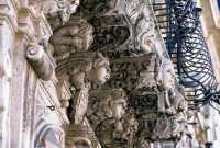 mensole del palazzo municipale  - Acireale (5354 clic)