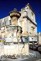 fontana e Chiesa Madre di Ferla  - Ferla (3506 clic)