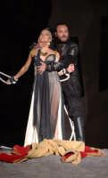 giovanna di rauso ( elena ) e francesco biscione ( menelao ) - le troiane 2006  - Siracusa (16106 clic)