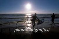 surfers si accingono a prendere il mare  - Cava d'aliga (4808 clic)