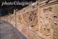 balconata in ceramica presso la villa comunale CALTAGIRONE Luigi Nifosì