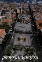 veduta aerea del teatro e della piazza politeama  - Palermo (3989 clic)