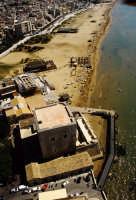 la torre cabrera e la spiaggia in una veduta aerea  - Pozzallo (3811 clic)