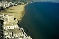 la torre cabrera e la spiaggia in una veduta aerea  - Pozzallo (5026 clic)