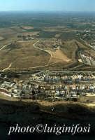 veduta aerea delle case abusive sulla costa e dei templi  - Selinunte (8023 clic)