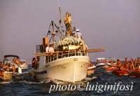 la processione sul mare in occasione dell'Assunta  - Marina di ragusa (4450 clic)