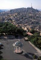 il palco della musica, la villa comunale e sullo sfondo la città  - Caltagirone (6758 clic)