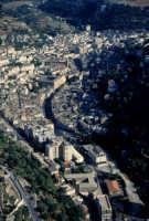 paesaggio urbano - vista dal belvedere di modica alta  - Modica (2451 clic)