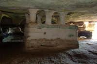 tomba a baldacchino nella grotta delle trabacche, in contrada centopozzi   - Ragusa (4278 clic)