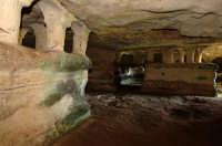 tombe a baldacchino nella grotta delle trabacche, contrada centopozzi  - Ragusa (5019 clic)