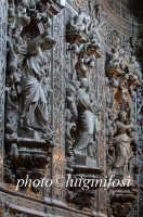 sculture e marmi mischi presso la chiesa di san francesco PALERMO Luigi Nifosì