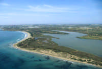 la spiaggia e la riserva viste dall'alto  - Vendicari (9223 clic)
