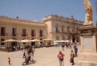 turisti in piazza duomo  - Siracusa (1788 clic)