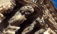 balcone di palzzo beneventano con mensole a motivi grotteschi SCICLI Luigi Nifosì