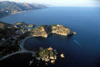 vista aerea di Isola Bella e il promontorio  - Taormina (23030 clic)