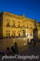 notturno di piazza duomo e palazzo beneventano del bosco  - Siracusa (1309 clic)