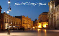 piazza duomo in blu  - Siracusa (2089 clic)