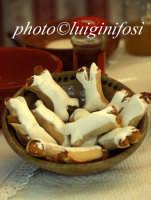 juadduzzi, tradizionale dolce natalizio ibleo a base di miele  - Ragusa (3983 clic)