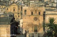 la chiesa del carmine e dietro quella di san paolo  - Modica (5115 clic)