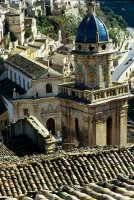 vista su ragusa ibla, il campanile dell'idria e le anime del purgatorio in secondo piano RAGUSA Luig