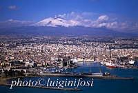 il porto di catania e l'etna  - Catania (2832 clic)