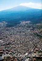 veduta aerea di Bronte con l'Etna sullo sfondo  - Bronte (7979 clic)