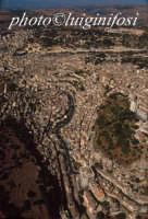 veduta aerea del centro urbano di modica con al centro la cava di santa maria  - Modica (3528 clic)